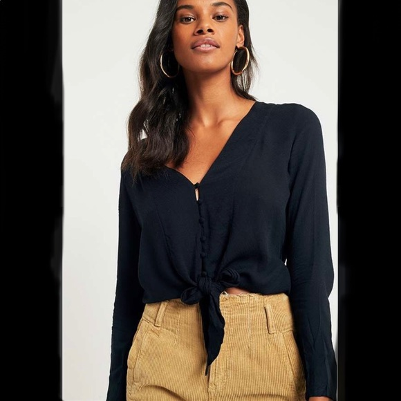 silence + noise Tops - URBAN OUTFITTERS - Black tie-front button blouse